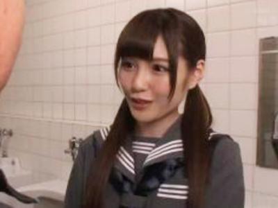 「ヤりたいんでしょ?」アイドル顔な美少女JKが公衆トイレでこっそりパコ