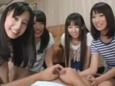 「すっごい出てる‥」ロリカワな美少女4人組と夢のハーレム乱交ファック!