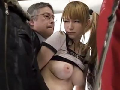 「何してんの!」満員の電車内で痴漢レイプに遭う巨乳ギャル