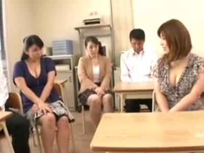 「おっきくなってぇ…」爆乳人妻3人がダメ息子たちと近親相姦乱交キタ━(゚∀゚)━!!