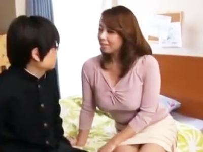 「カラダのお勉強しよっか」息子を誘惑し中出し近親パコ誘発する巨乳母