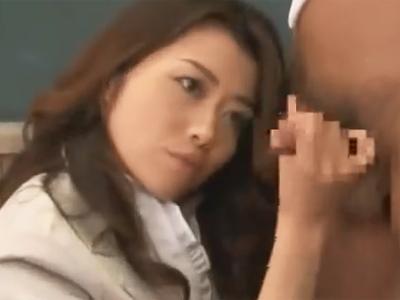 淫乱女教師による性教育で見本男子を手コキフェラ攻めでザーメン発射