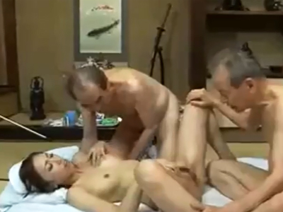 美人の看護師お姉さんがジジイの性奴隷として大量中出し