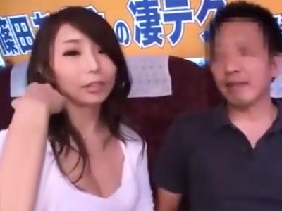 巨乳美女の篠田あゆみが逆ナンパで捕まえた素人男と車内で生中出しパコ