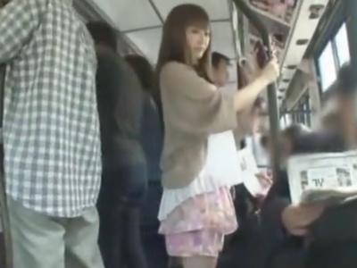 美形お姉さんが電車の中で鬼畜集団に痴漢されて抵抗できずにそのままレイプ展開