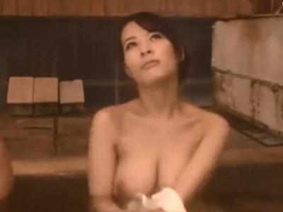 「一緒に入ろうよぉ」混浴温泉でビッチなお姉ちゃんと中出し近親相姦!