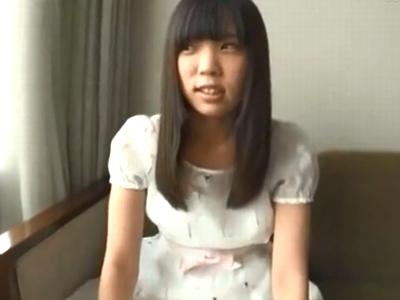 ホテルに誘い即激ハメに恥じらいながらも感じてしまう黒髪少女