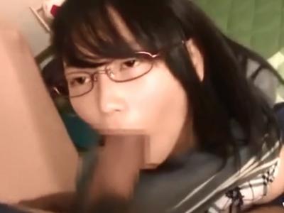 嫌そうな顔をしながらお兄ちゃんのおチンポを膣中へと受け入れる爆乳妹w