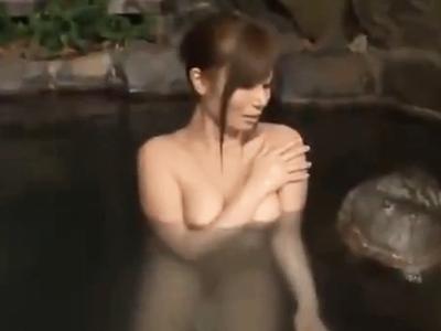 時間を止めて女湯侵入→入浴中の巨乳娘をレイプするクズ男w