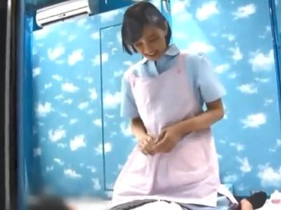 介護師志望の素人さんが童貞チンポを優しく中出し筆下ろし!