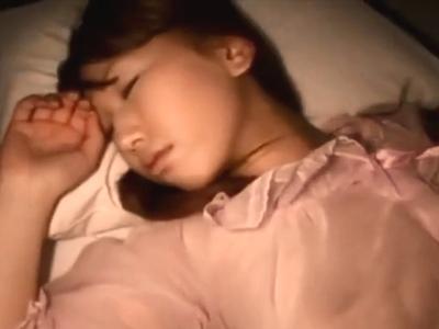 「我慢できないの?w」巨乳美女が夜這いされてそのままデカマラ堪能ファック