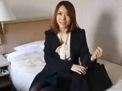街中でナンパした美人妻をホテルに連れ込み中出しパコw