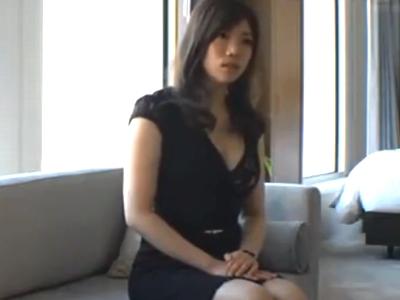 自らAVに応募してきたスレンダー美女とホテルで濃密ハメ!
