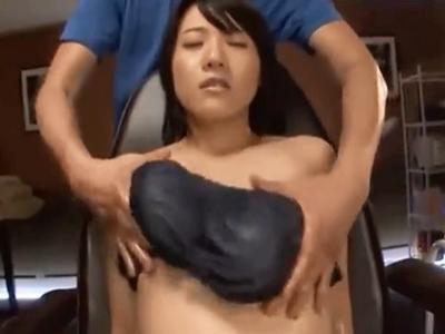 バストアップマッサージの筈がレイプされてしまった巨乳妻