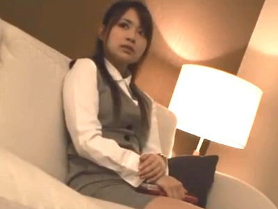 押しに弱いミニスカOLが上司とホテルで不倫パコw