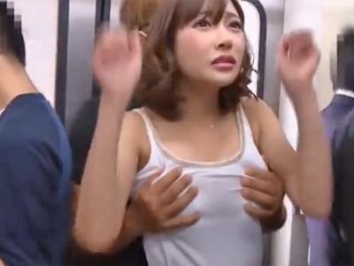 明日花キララが電車内で変態オヤジにチンポを擦りつけられ悶絶w