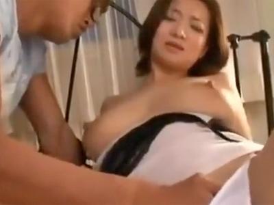 「お願い挿れて…」欲求不満な熟女妻が息子の生チンポに絶叫イキw