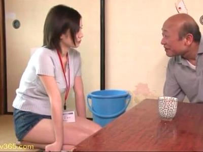 「だめっ!で、でも‥気持ちぃっ!」介護老人のチンポを美味しそうにしゃぶる吉川あいみちゃん