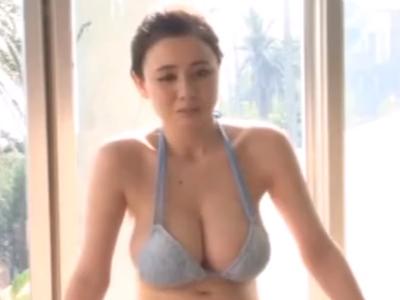 「大っきくなってるよ」巨乳な水着美女が男を誘惑し性欲を満たすw