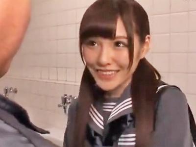 アイドル顔負けな美少女JKが公衆便所で中年オヤジとさくっと円光w