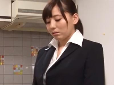 重大なミスを犯してしまった美女OLがお詫びの為にケツマンコ中出し奉仕