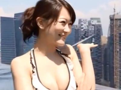 スタイル抜群の美女との海外旅行でプールで楽しんだ後に部屋に戻り濃密ハメ
