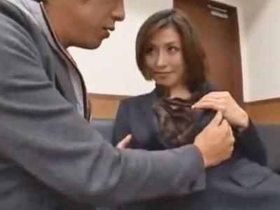 スーツ姿の痴女お姉さんが面接中に若いチンポに発情パコ!