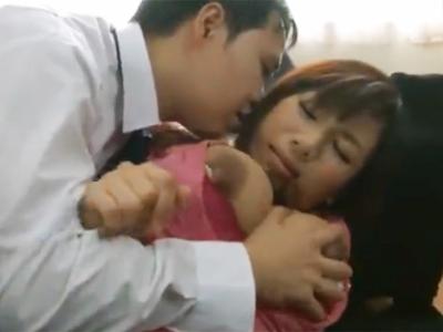 強引に犯されるも感じる度に乳首から母乳を噴出す巨乳妻