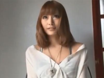 デビュー後間もない頃の明日花キララがチンポを手コキフェラ奉仕