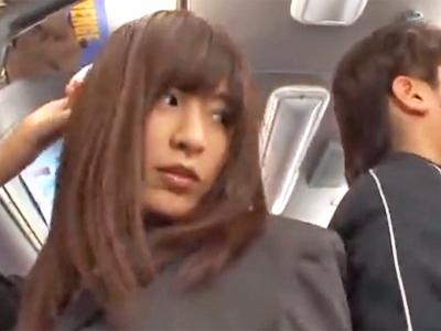 激カワJKがバス内で鬼畜男に無理やりおチンポをねじ込まれ悶絶