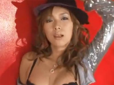 ヤリマンのビッチお姉さんがM男チンポを痴女抜き→膣内でザーメン搾り