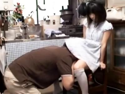 「おぢさん…」無知なロリ娘がおっさんに悪戯されてザーメンごっくん