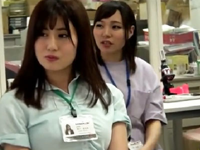 入社後の試験として男性社員のチンポを手コキで奉仕する美女OL集団